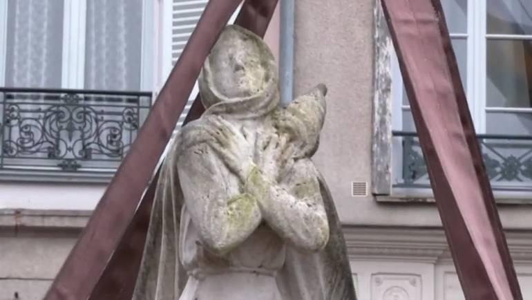 Place Fournier, Jeanne d'Arc déménage